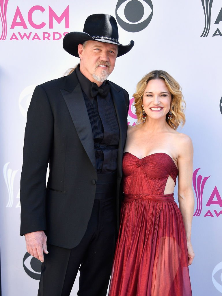 Singer Trace Adkins (L) and Victoria Pratt attend the 52nd Academy Of Country Music Awards at Toshiba Plaza | Photo: Getty Images