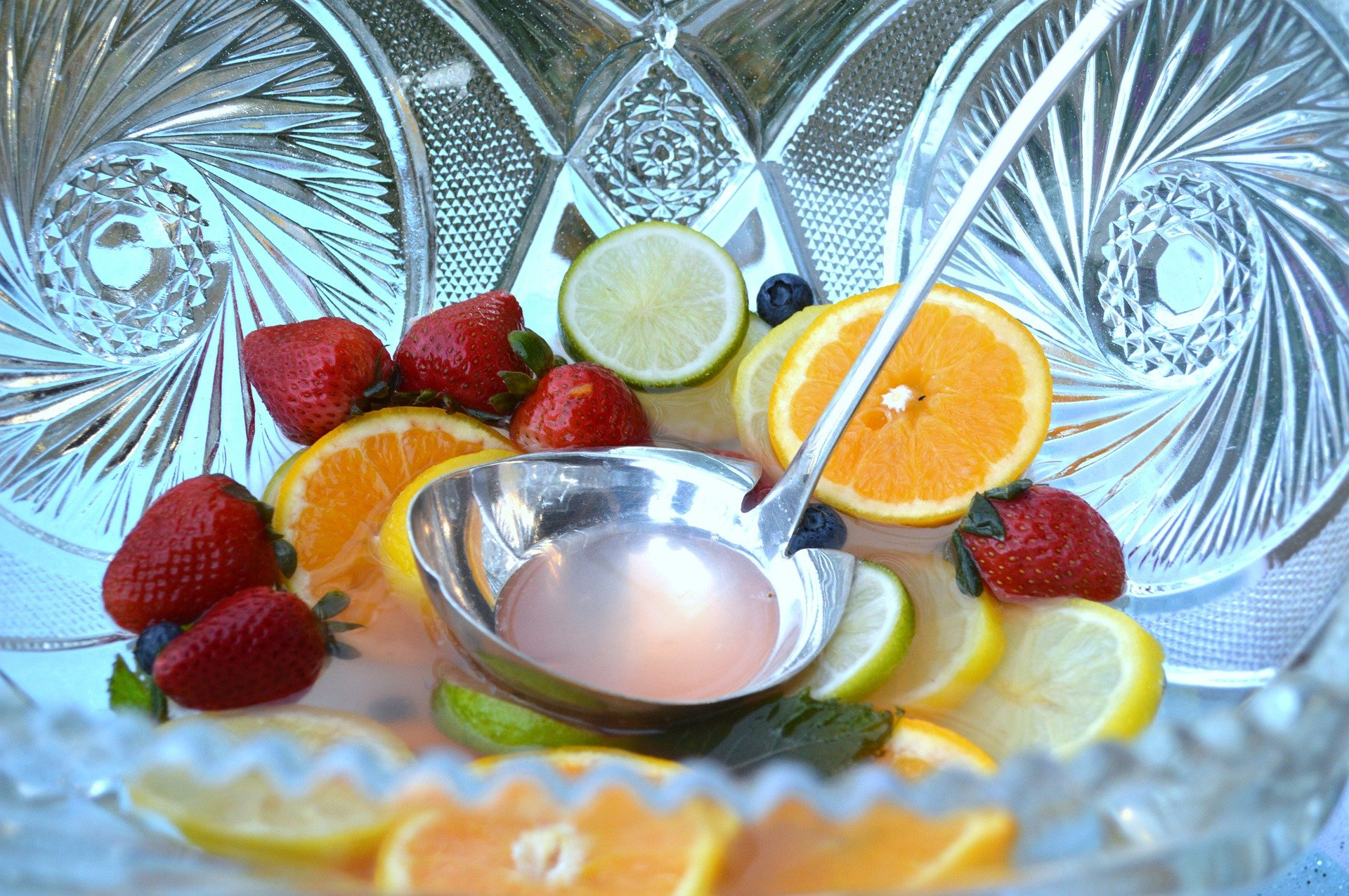 An empty punch bowl. | Photo: Pixabay/TootSweetCarole