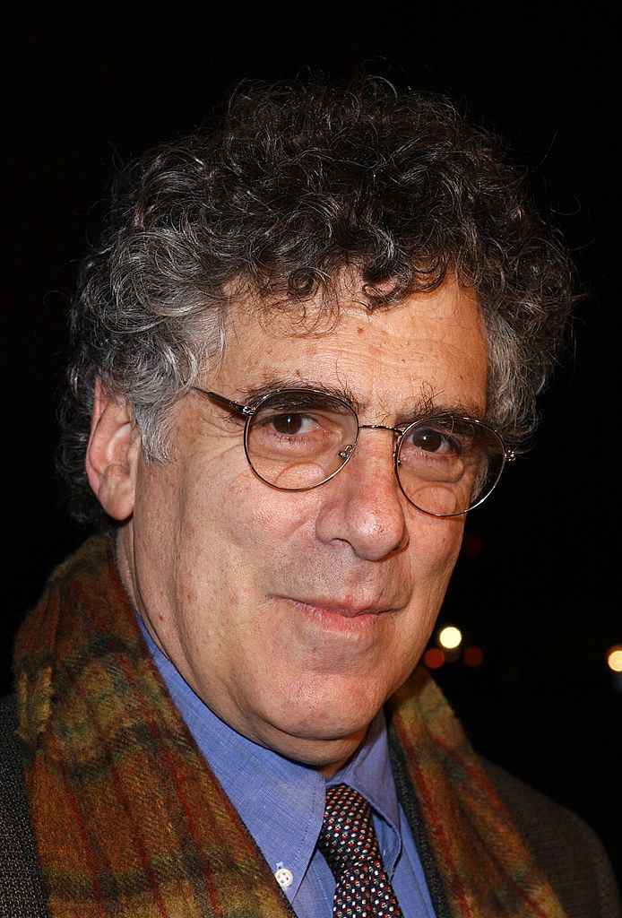 """Elliott Gould attends the Los Angeles premiere of the film """"Gosford Park"""" December 7, 2001 
