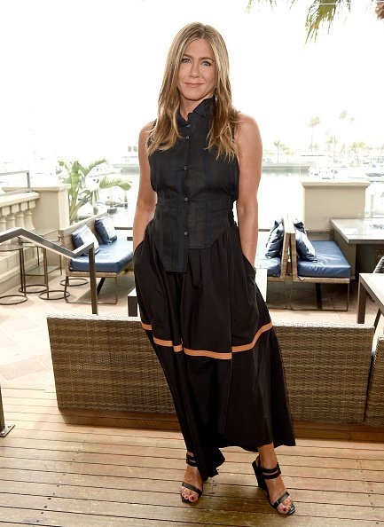 """Jennifer Aniston attends the photocall of Netflix's """"Murder Mystery"""" at Ritz Carlton Marina Del Rey 