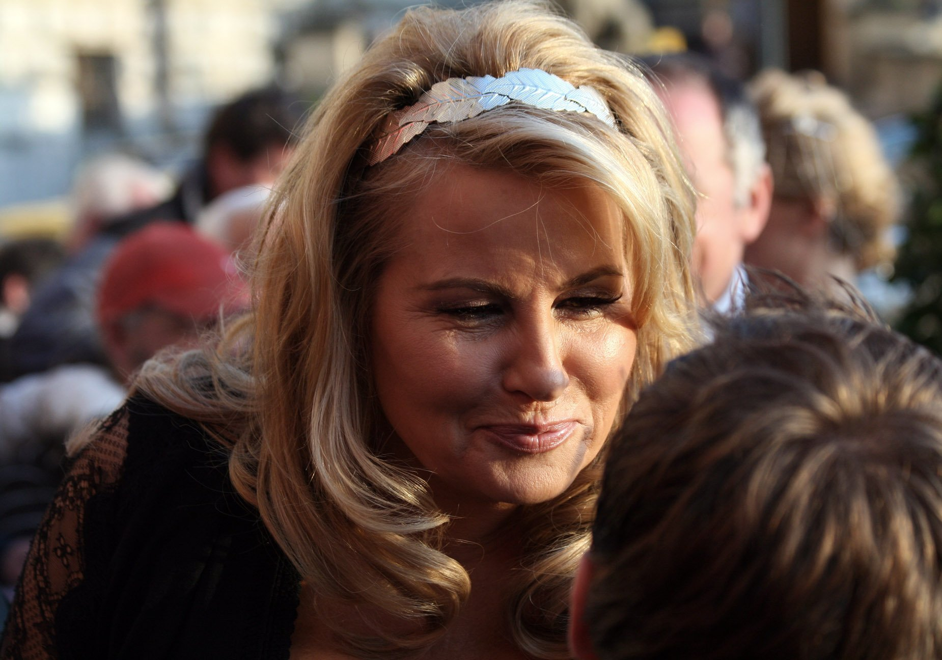 Jennifer Coolidge at the Romy TV awards at Hofburg Imperial Palace in Vienna on April 12, 2012 | Photo: Wikimedia