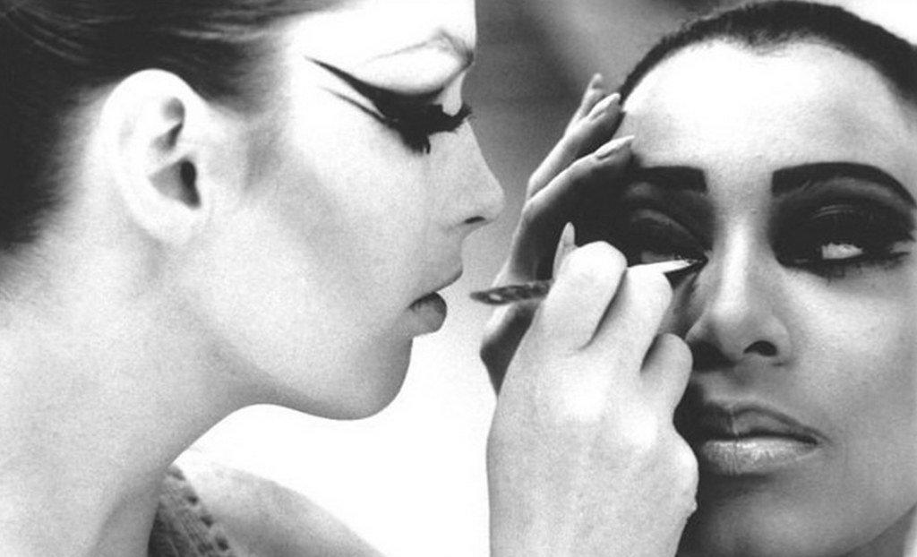 Dorothy McGowan y Donyale Luna en la película 'Who Are You, Polly Maggoo?', en 1966. | Imagen: Flickr