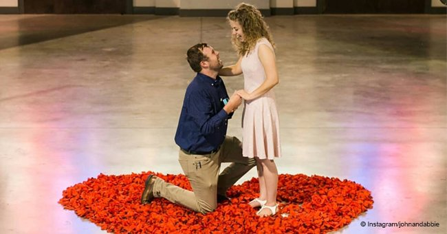 John-David Duggar makes a surprise proposal to Abbie with heart-shaped roses and theatrical sign