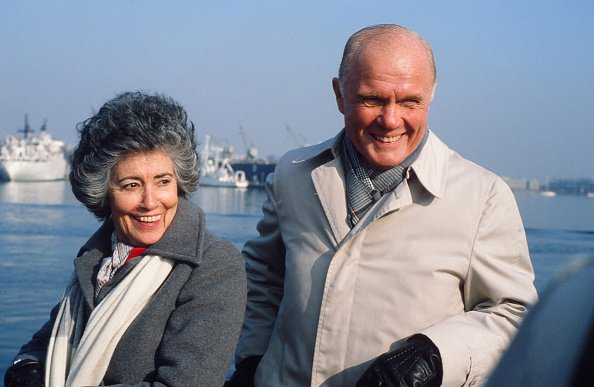 John Glenn and Annie during his campaign for the Democratic Presidential nomination, Boston, Massachusetts, on January 5, 1984. | Photo: Getty Images