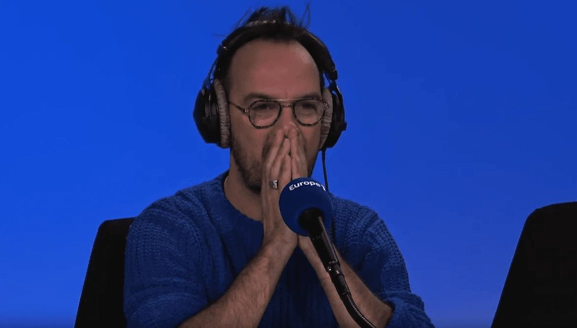 source: Jerry se confie sur son coming-out lors d'une interview au micro de Anne Roumanoff. |  Youtube / Europe 1