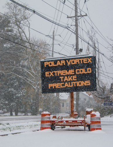 Electric road traffic mobile sign warning of the polar vortex, January 2019. | Photo: Shutterstock
