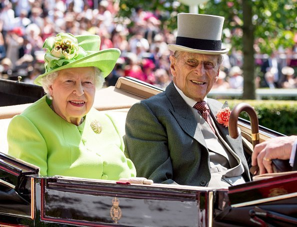Queen Elizabeth II and Prince Philip, Duke of Edinburgh attend Royal Ascot 2017 at Ascot Racecourse in Ascot, England. | Photo: Mark Cuthbert/Getty Images