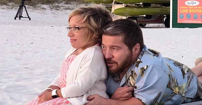 Jennifer Arnold of 'Little Couple' Celebrates Husband Bill Klein's 45th Birthday in a Restaurant in New Pics