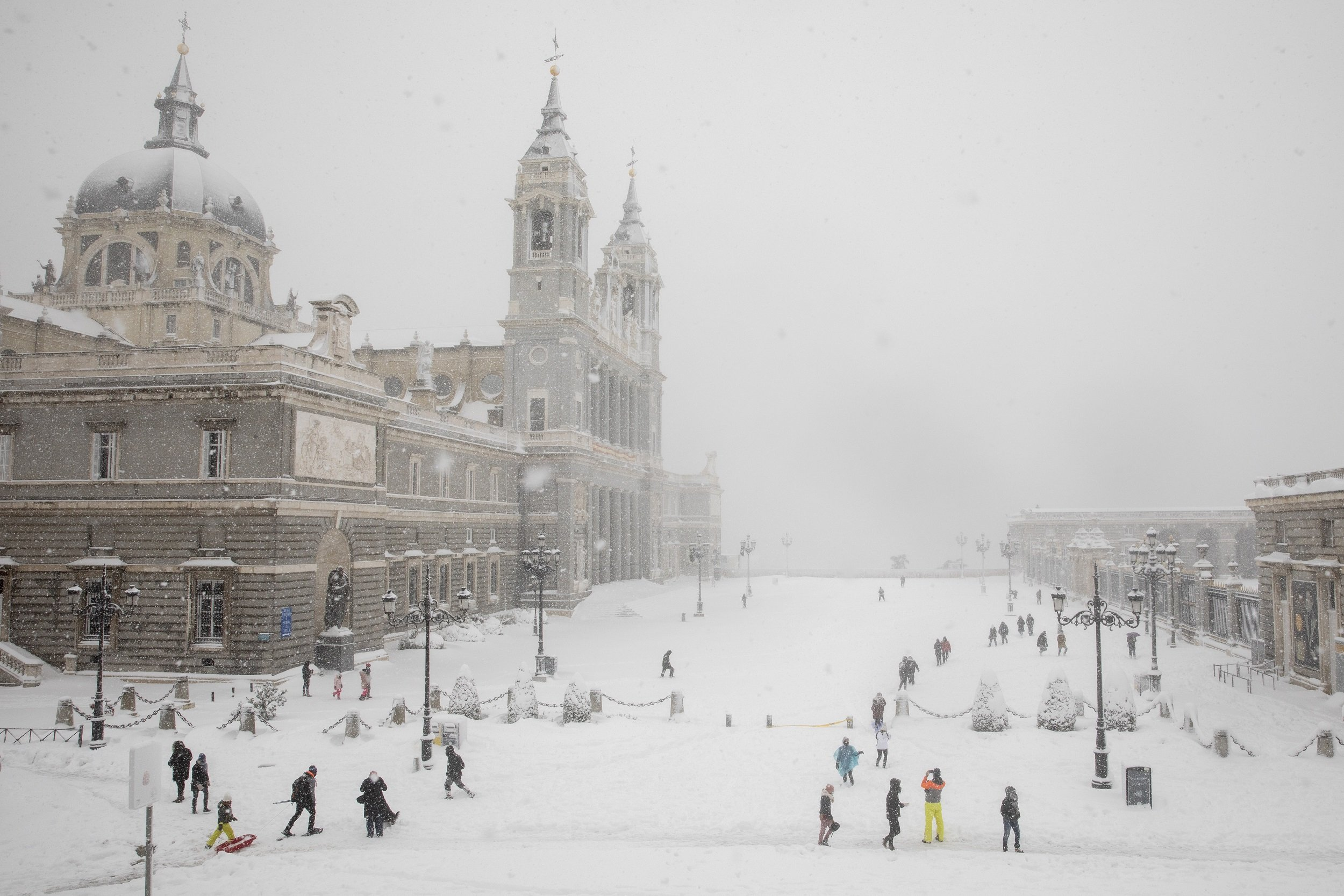 Catedral de La Almudena tras nevada en Madrid en enero de 2021. | Foto: Getty Images