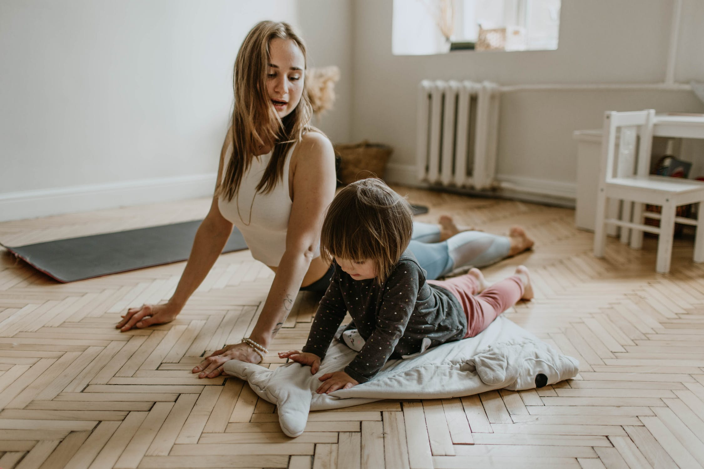 Growing up with mom | Source: Pexels