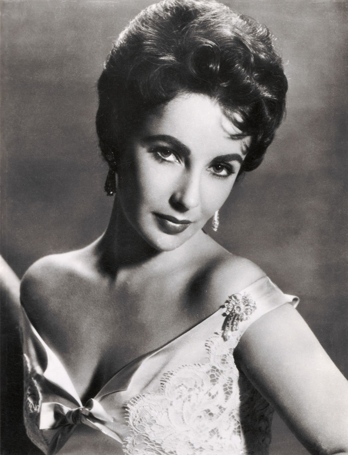 A portrait picture of Elizabeth Taylor during her early years as an actress. | Source: Getty Images.