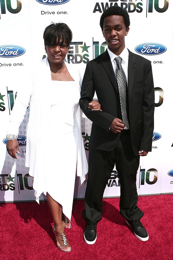 Anita Baker and Son Edward arrives at the 2010 BET Awards held at The Shrine Auditorium on June 27, 2010  | Photo: Getty Images