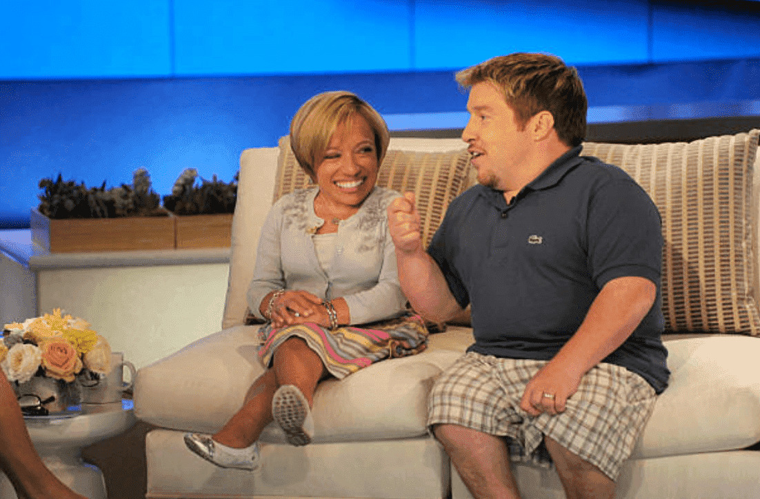 "Jennifer Arnold and Bill Klein sit on a couch as they join Katie Couric to discuss their show ""The Little Couple,"" on April 22, 2013. 