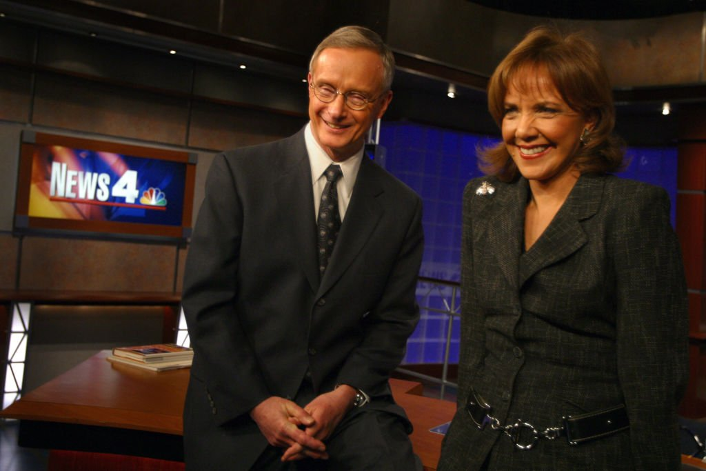 Channel 4 Morning News Team Co-Anchors Joe Krebs and Barbara on  April 2, 2004. | Photo: Getty Images
