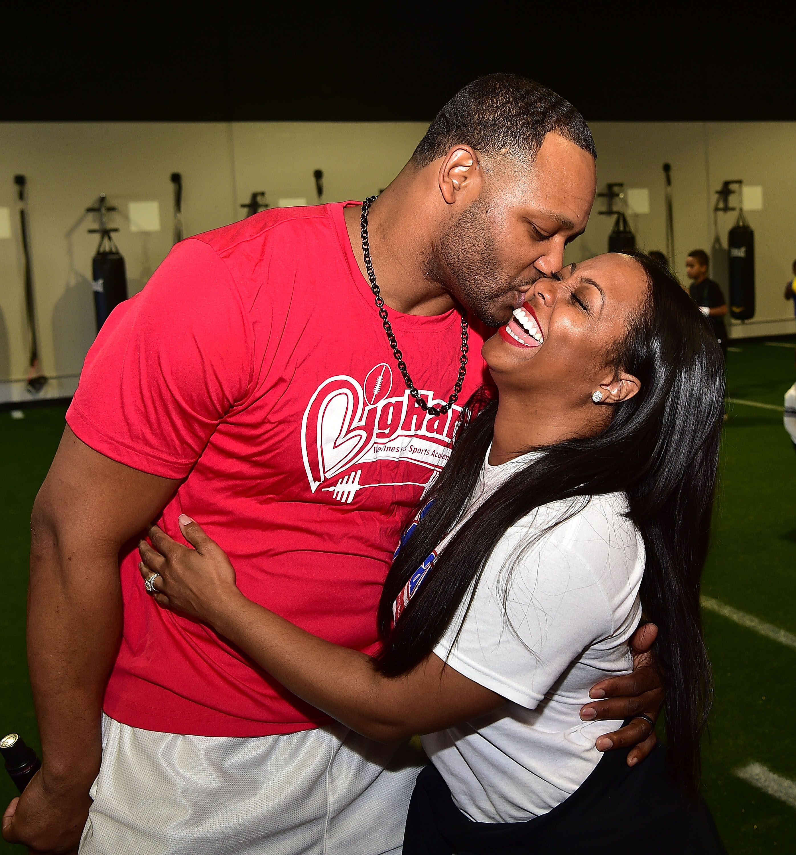Ed Hartwell kisses Keshia Knight Pulliam on the cheek during an appearance  for the Big Hart Sports and Fitness Academy Grand Opening on January 30, 2016, in Duluth, Georgia | Source: Paras Griffin/Getty Images
