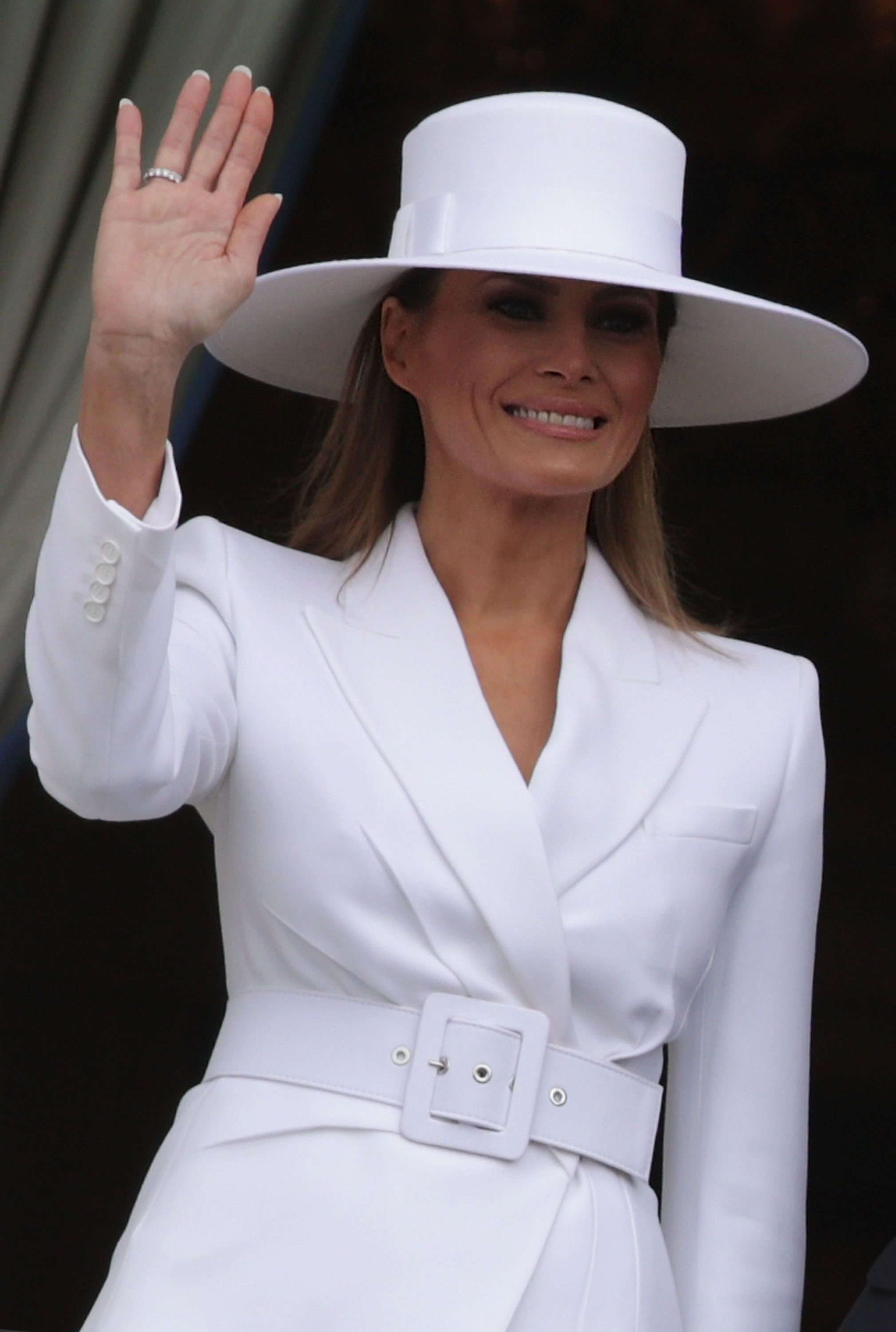 U.S. first lady Melania Trump waves during a state arrival ceremony at the South Lawn of the White House April 24, 2018 in Washington, DC | Photo: Getty Images