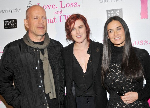 Bruce Willis, Rumer Willis, and Demi Moore pose at B Smith's Restaurant on March 24, 2011 in New York City. | Photo: Getty Images