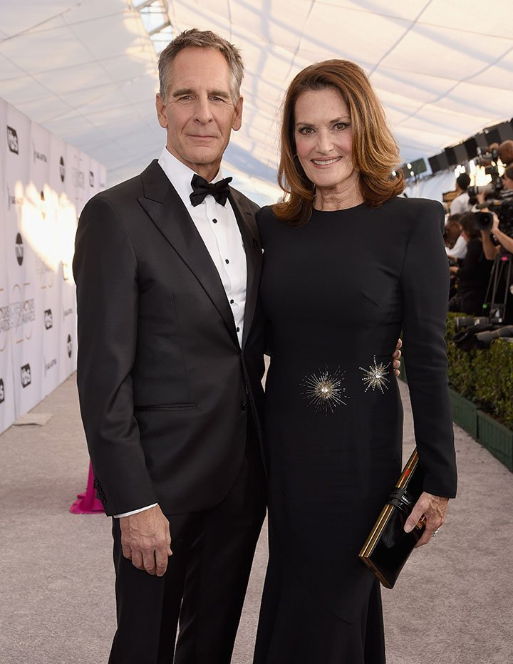 Scott Bakula and his wife Chelsea Field. I Image: Getty Images.