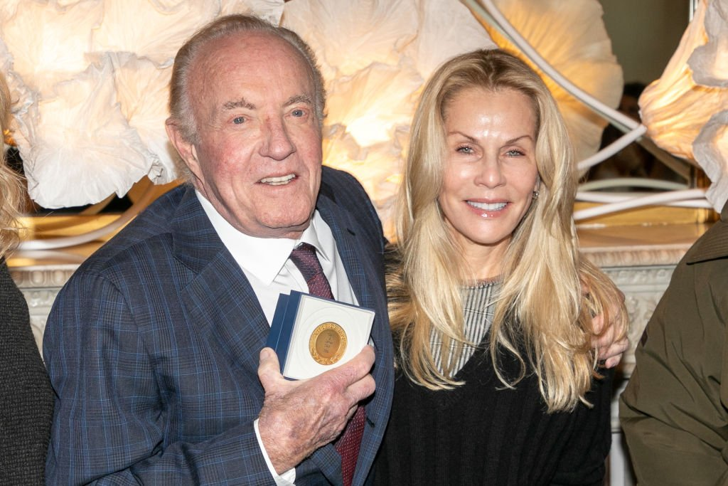 James Caan and Linda Stokes at the medal ceremony on December 06, 2018 in Paris | Photo: Getty Images