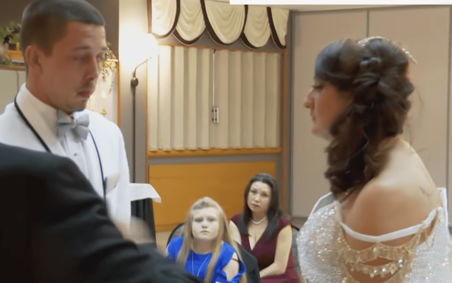 Sam and Cearia saying their vows. | Photo: youtube.com/tlc uk
