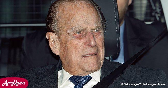 Le prince Philip a été pris en flagrant délit de conduite sans ceinture de sécurité 48 heures après un accident quasi mortel