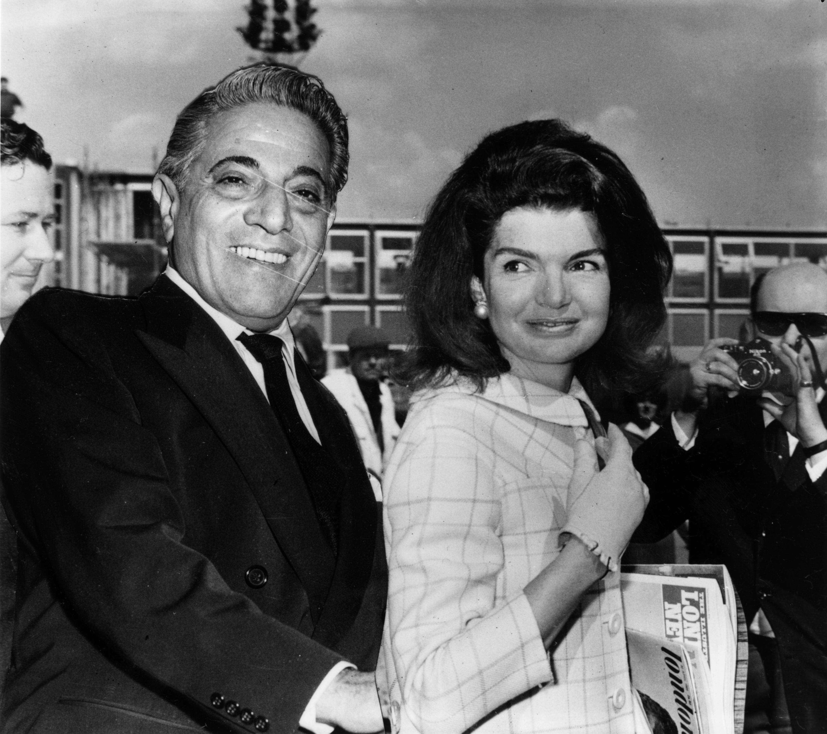 Aristotle Onassis and Jackie Kennedy take a photo together on October 18, 1968   Photo: Getty Images