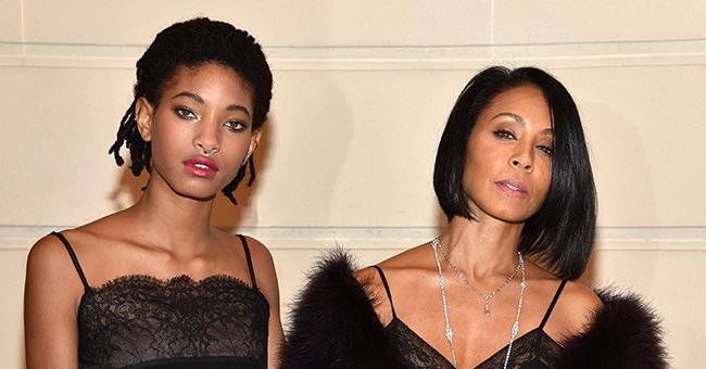 """Jada Pinkett Smith and Willow Smith at """"Chanel Collection des Metiers d'Art 2016/17 : Paris Cosmopolite"""" Show, 2016   Photo: Getty Images"""