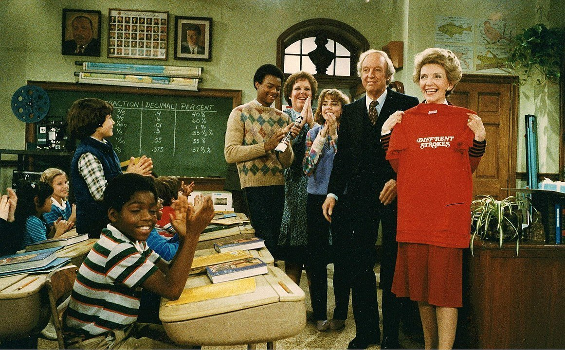 "The cast of ""Diff'rent Strokes"" on set in 1983 with Nancy Reagan 