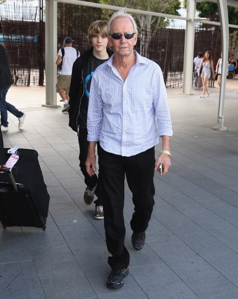 Paul Hogan arrive at Sydney International Airport | Photo: Getty Images