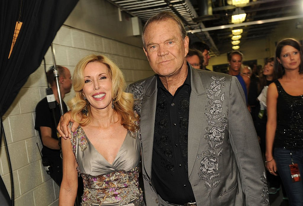 Kim Campbell and Glen Campbell attend the 2012 CMT Music awards at the Bridgestone Arena on June 6, 2012 | Photo: Getty Images