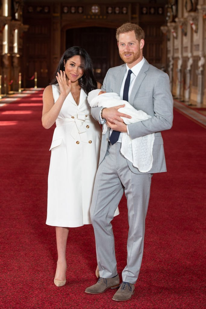 Prince Harry and Meghan pose with their newborn son Archie Harrison Mountbatten-Windsor during a photocall in St George's Hall at Windsor Castle on May 8, 2019. | Photo: Getty Images