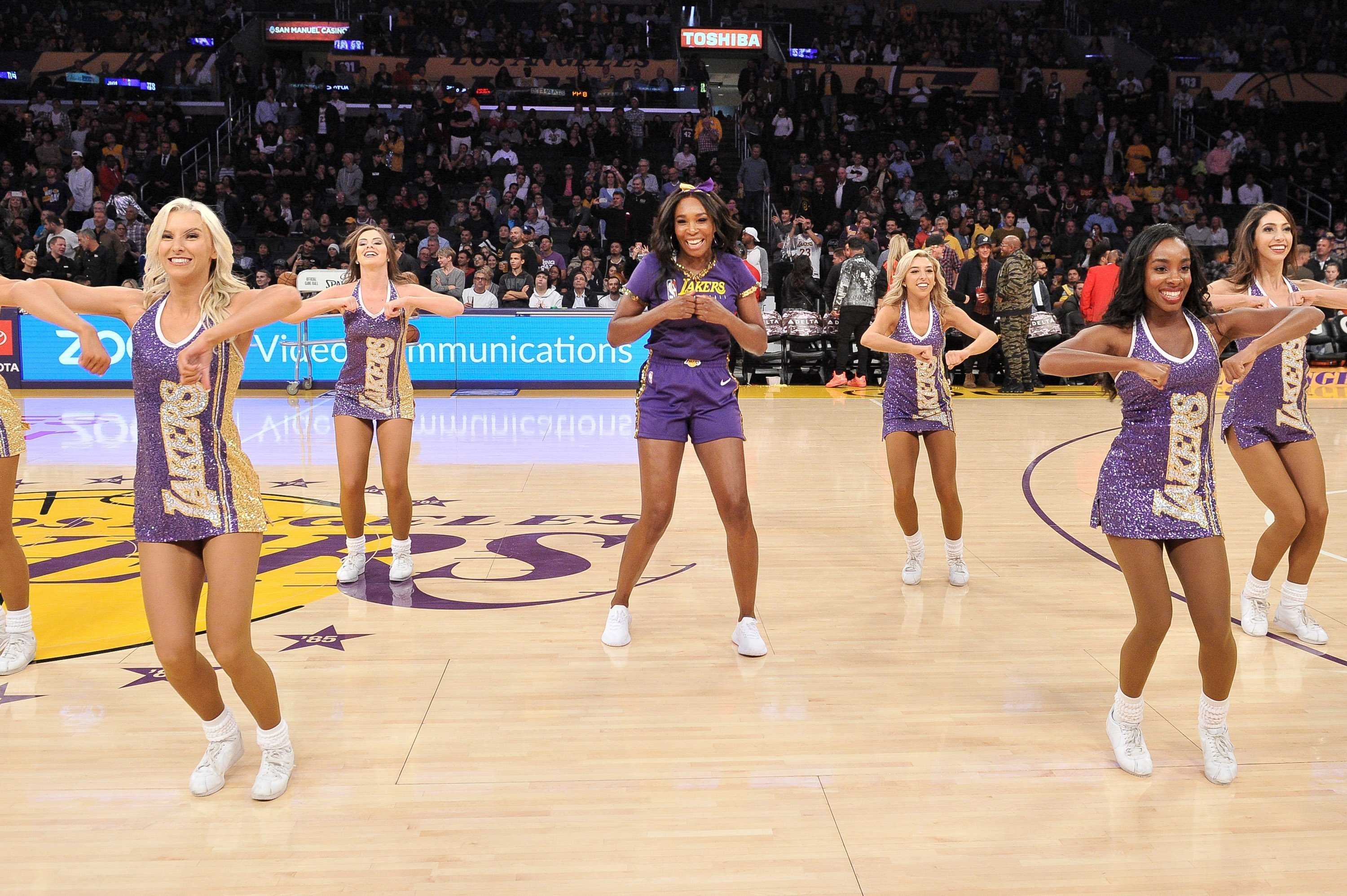 Venus Williams during halftime at a Lakers vs Oklahoma City Thunder Game at Staples Center on November 19, 2019 | Photo: GettyImages