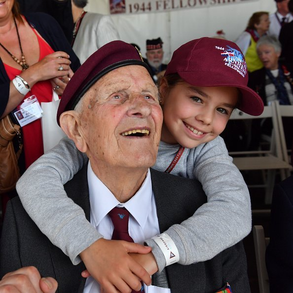 A grandpa and grandchild pictured smiling during an event | Photo: Getty Images