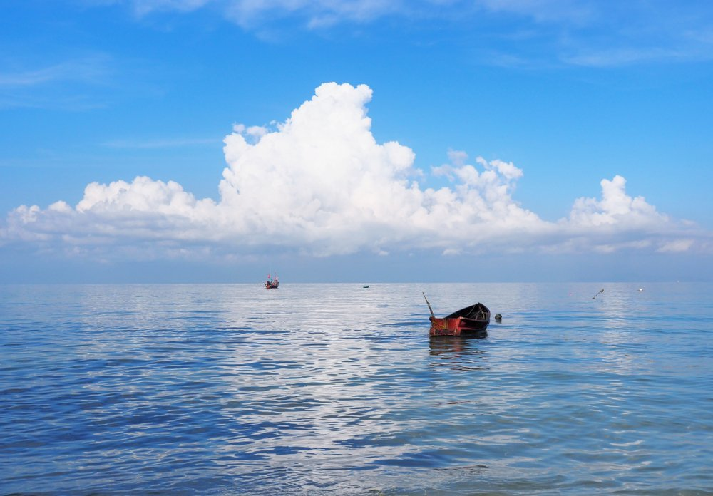 A bright blue sky over a fishing boat | Photo: Shutterstock