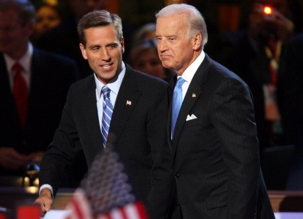 Joe Biden is escorted by his son, Beau, before delivering his speech to delegates on Wednesday, August 27, 2008 | Photo: Getty Images