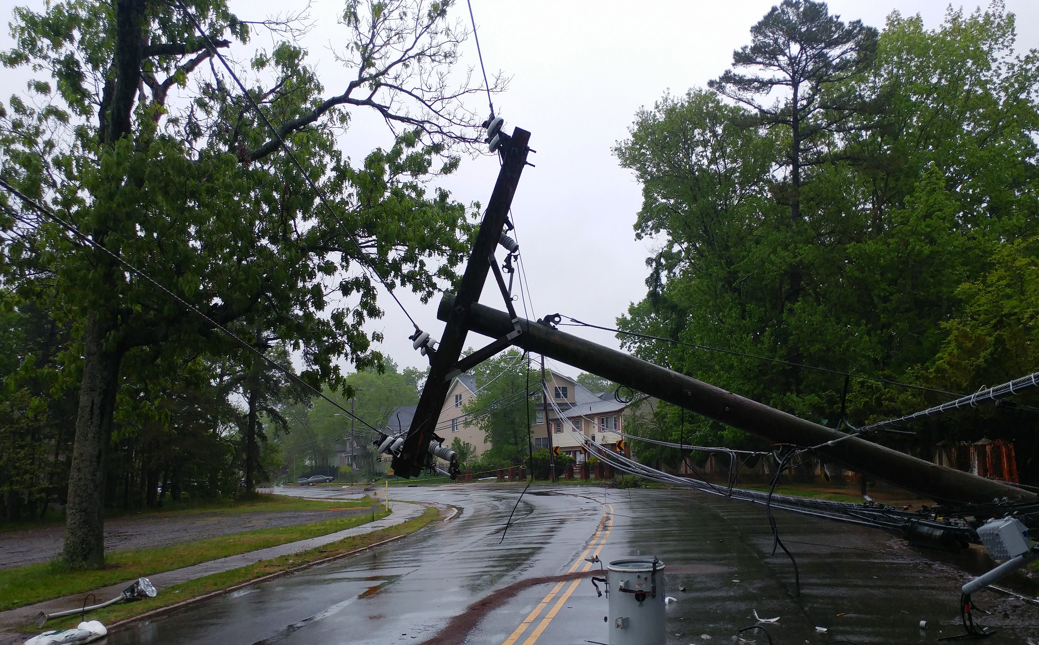 Fallen electric transformer damaged by a storm  | Photo: Getty Images