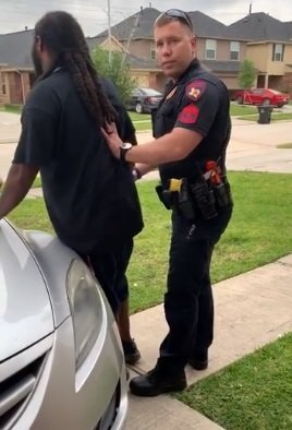 Clarence Evans,and the white officer that tried to arrest him.| Photo: Facebook/ Clarence Evans
