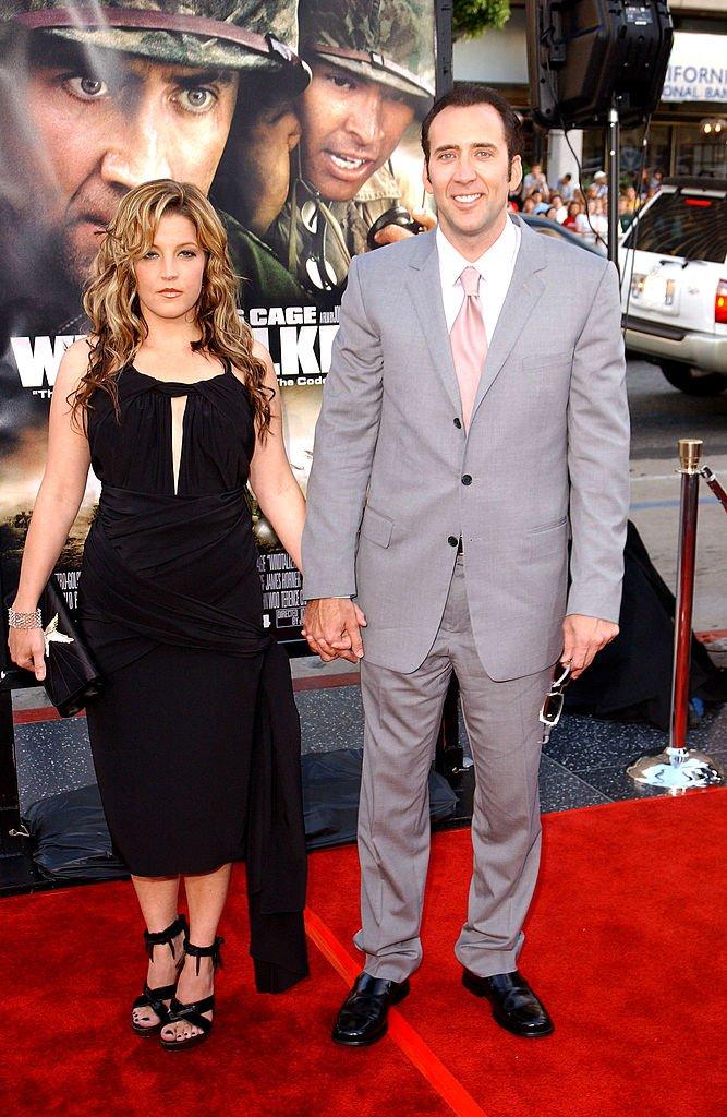 Nicolas Cage y Lisa Marie Presley en el Teatro Chino de Grauman, el 11 de junio de 2002 en Hollywood, California. | Foto: Getty Images