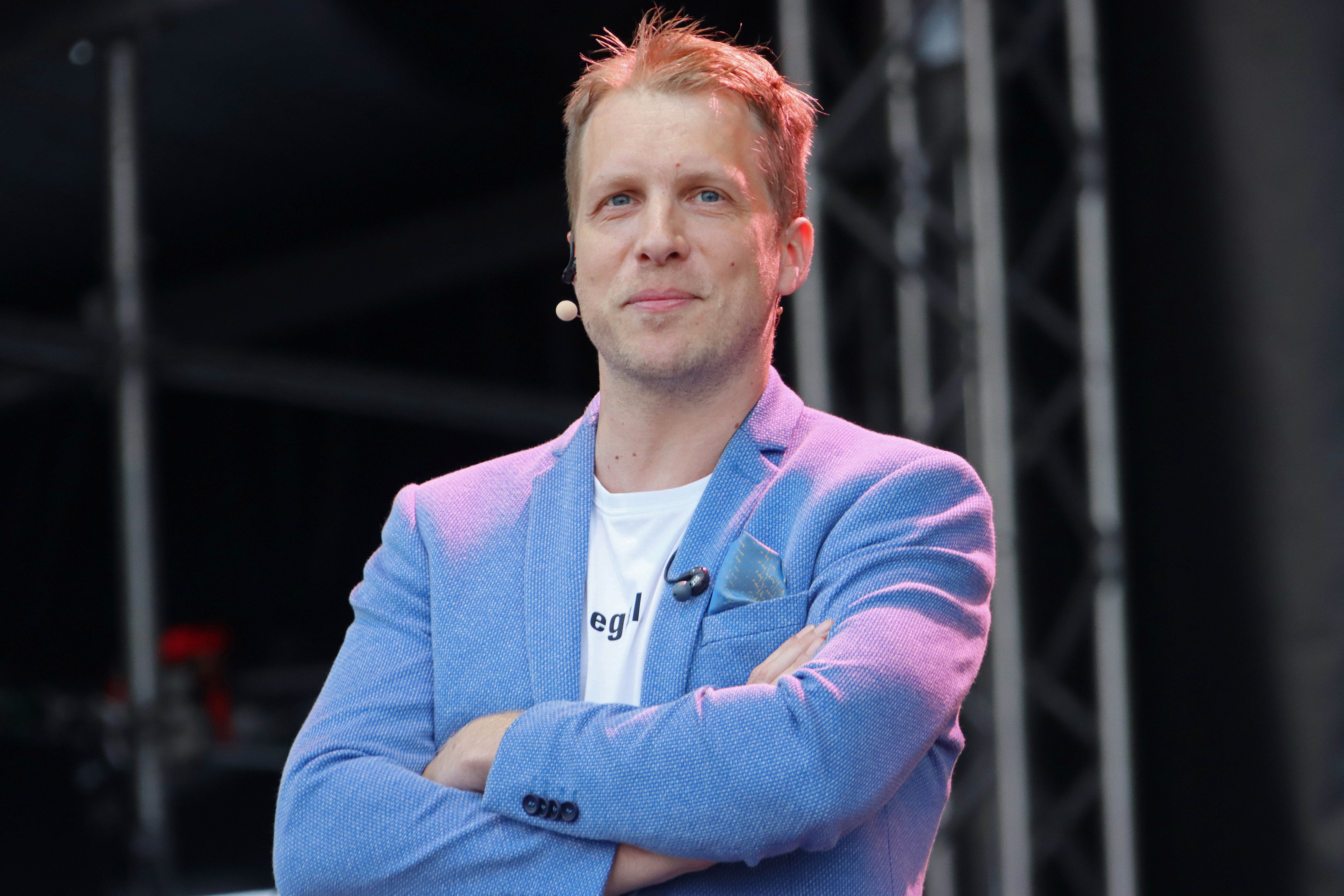 "Oliver Pocher während ""Die Pochers Hier!"" live bei Autokino Steinwerder am 1. Juli 2020 in Hamburg. 