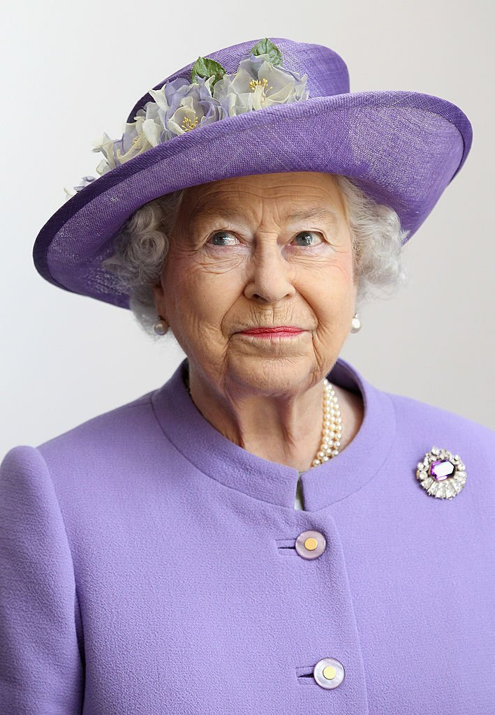 Queen Elizabeth II visits a new maternity ward at the Lister Hospital   Photo: Getty Images