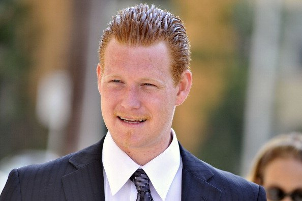 Redmond O'Neal leaves court after his final progress report at LAX Courthouse on October 9, 2012, in Los Angeles, California. | Source: Getty Images.