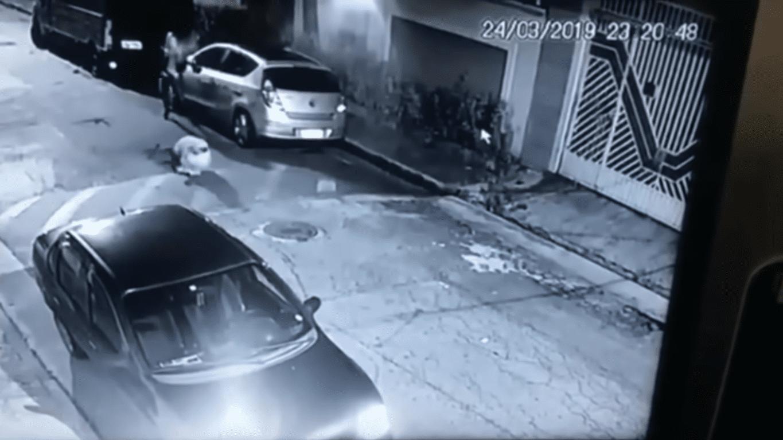 El momento del disparo | Imagen tomada de: YouTube/LiveLeak Channel