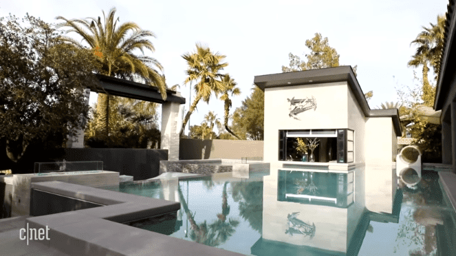 The pool area at the Scott twins' house in Las Vegas | Source: YouTube/CNET