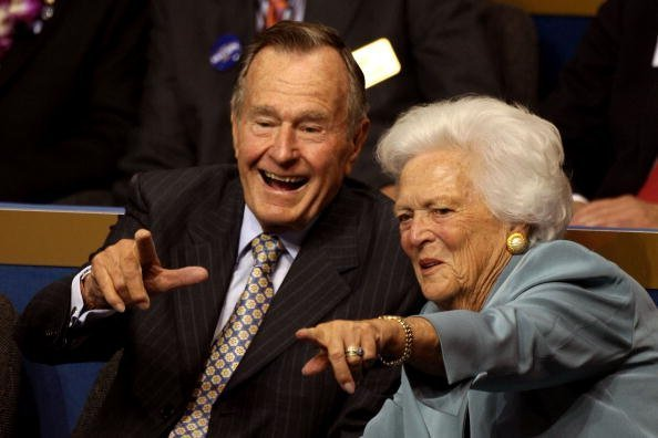 Former President George H.W. Bush (L) and former first lady Barbara Bush (C) point from their seats on day two of the Republican National Convention (RNC) at the Xcel Energy Center on September 2, 2008 in St. Paul, Minnesota.| Photo: GettyImages
