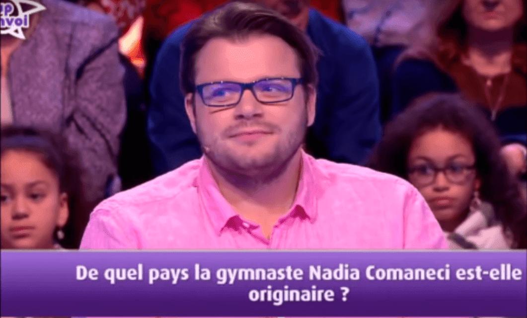 Benoit repondant a une question dans les 12 coups de midi sur TF1. | YouTube/CHASSEUR D'ETOILE