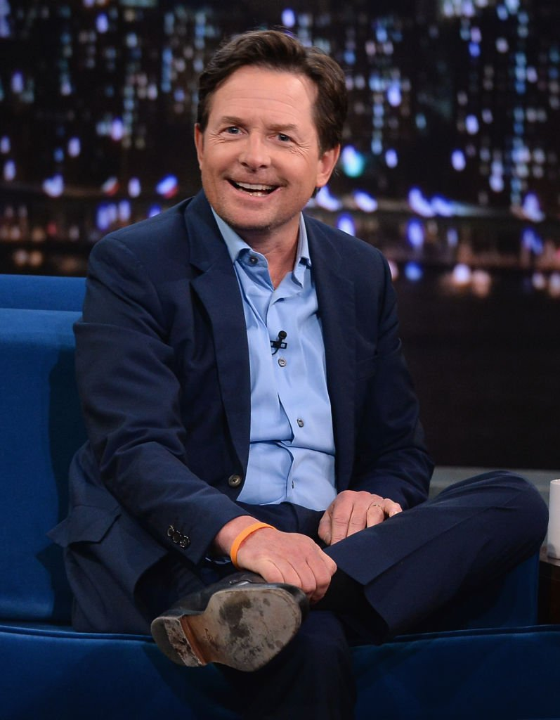 Michael J. Fox sur un plateau de télé. | Photo : Getty Images