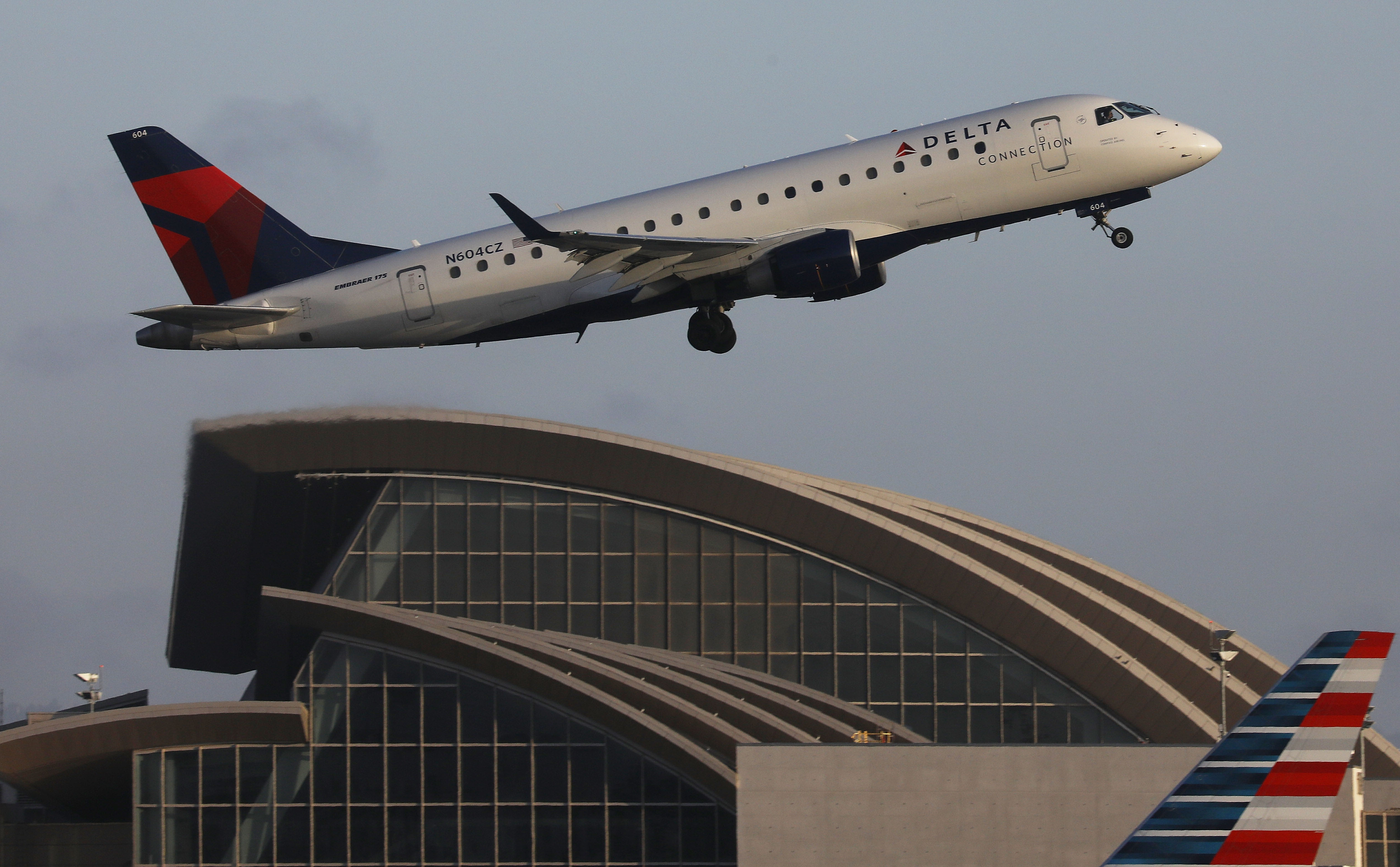 A Delta aircraft taking off from the Los Angeles International Airport | Photo: Getty Images