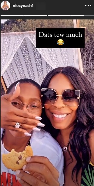 A photo of Jessica Betts and Niecy Nash having fun at a picnic. | Photo: Instagram/Niecynash1