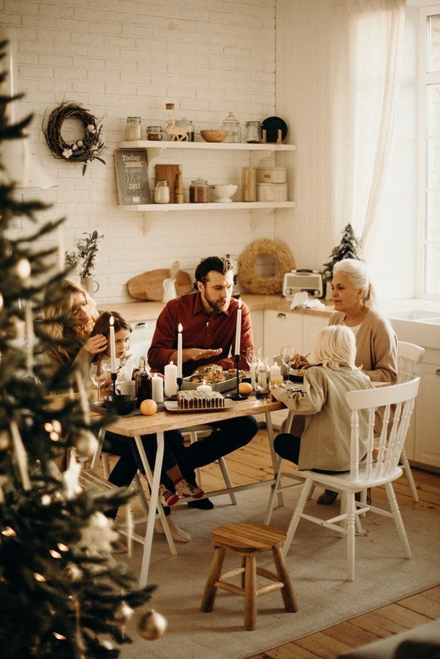 Family having dinner together on Christmas | Source: Pexels