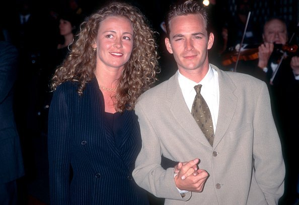 American actor Luke Perry poses for a portrait with his wife Minnie Sharp at the 1995 World Music Awards   Photo: Getty Images